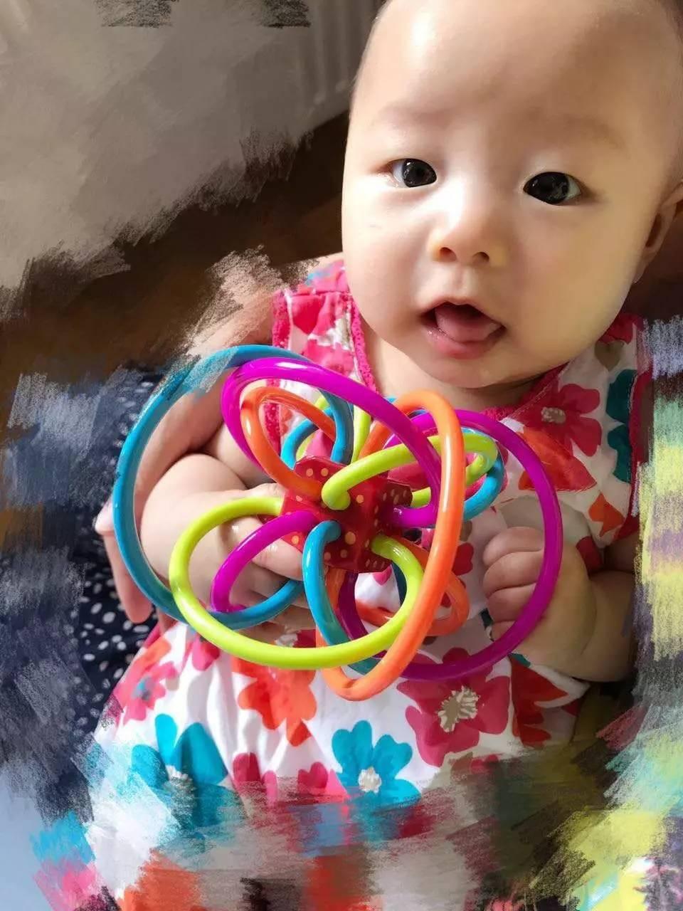宝宝牙胶摇铃有什么作用 婴儿多大可以用?