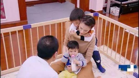 二胎家庭里,如何照顾好老大和老二感受!